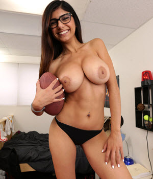 photos sexy with the pornstar Mia Khalifa
