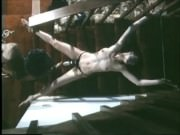 Porno vintage BDSM cu o sclava sexuala legata si masturbata