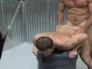 Patru gay musculosi fac sex anal intr-o orgie excitanta