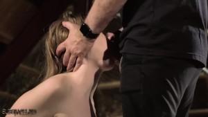 Sadomaso cu o tanara sclava sexuala torturata si fututa in gura