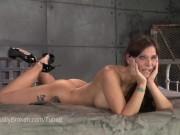Video BDSM cu o tarfa dominata si fututa hardcore de un negru
