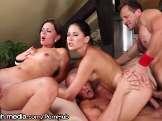 Sex in grup cu mult sex anal, muie si ejaculari