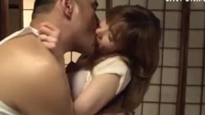 Tanara japoneza fututa de tatal vitreg