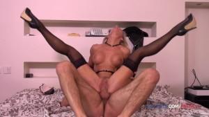 Sex anal cu o matura blonda care isi rupe gaoaza fierbinte