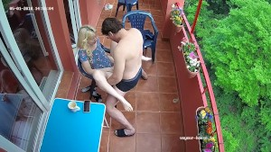 Futai amatorial pe balcon cu o tarfa blonda milf