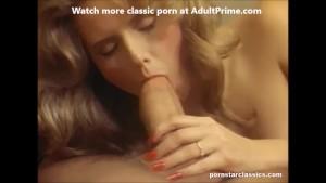 Sex vintage cu o tarfa blonda ejaculata pe pizda paroasa