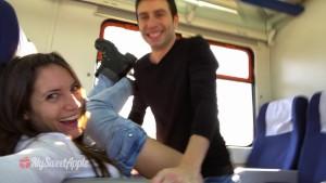 Sex amatorial in tren cu un cuplu pervers