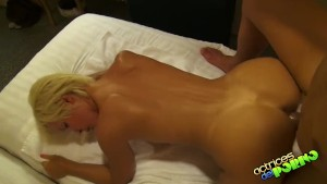 Sex in trei cu doua blonde futute pe rand