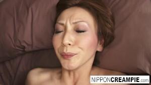Milf japoneza cu tate mari se lasa penetrata adanc in pizda
