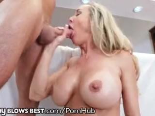 Brandi Love face o muie perfecta cu ejaculare in gura
