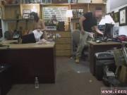 Sex dur cu o tarfa cu tate mari fututa la birou