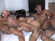 Gay negru futut intr-un gangbang de alti doi pulosi de culoare